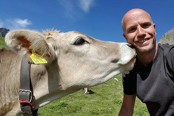 Ik met een mooie alpen koe